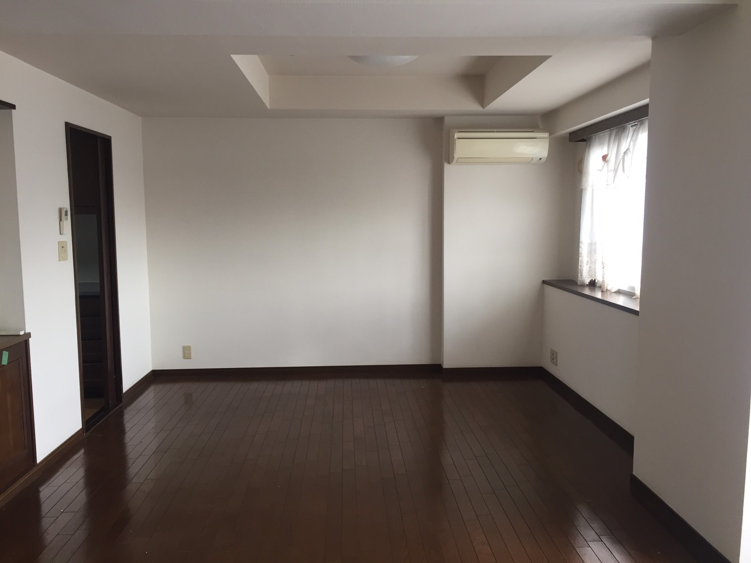 【 Before 01 】 リフォーム前のリビング 《 Asia Home 施工事例001 横浜市中区 3LDKマンション 》
