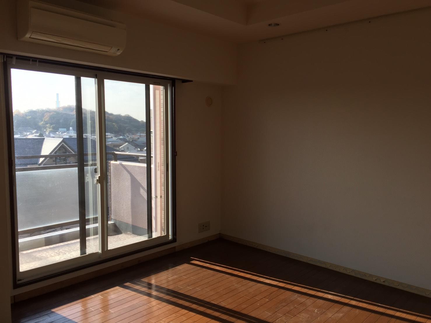 【 Before 02 】 リフォーム前のリビング 《 Asia Home 施工事例001 横浜市中区 3LDKマンション 》