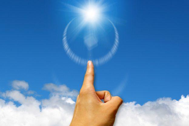 太陽を指さす(Bリーグ優勝のイメージ)