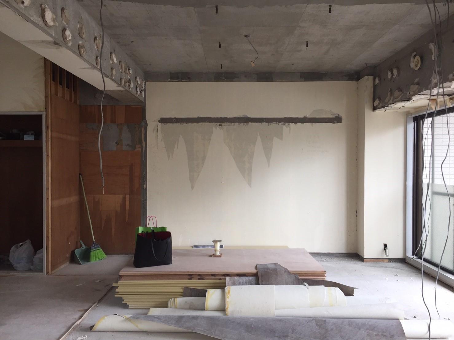 間仕切り壁の撤去後_その3 《 AsiaHome(エイジアホーム)移転に伴うリノベーション工事 》