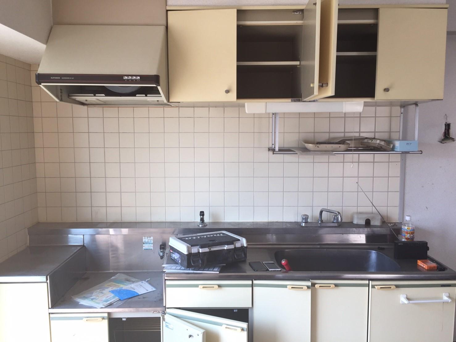 キッチン撤去前_その1 《 AsiaHome(エイジアホーム)移転に伴うリノベーション工事 》